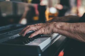 hamds piano